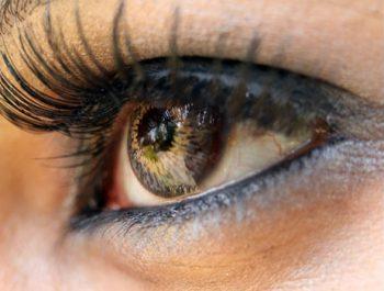 کاشت لنز داخل چشمی